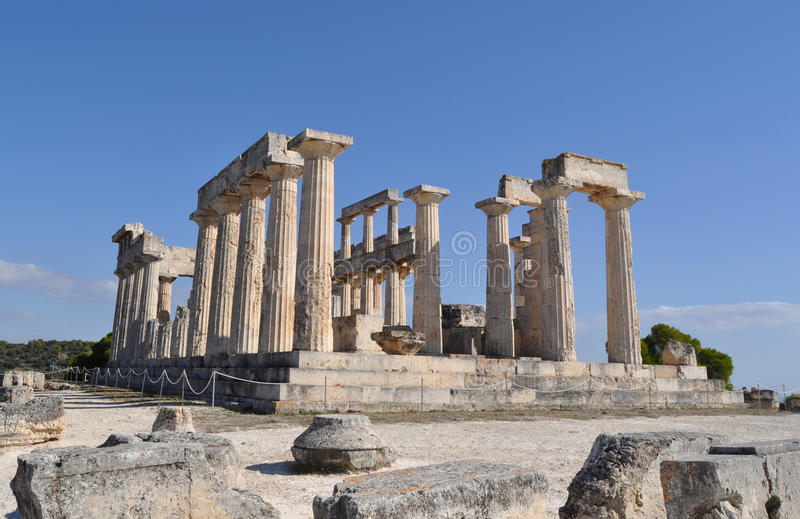 Grekiskt forntida tempel - Aphaia - Aegina royaltyfri foto