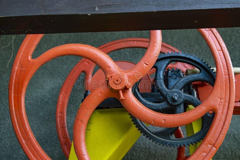 Delen av det stora kugghjulet är kugghjulen arkivfoto