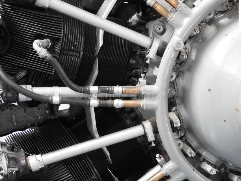 Delen van de oude vliegtuigenmotor Noten die buizen, pijpen, cilinders, isolatie aansluiten van de verbrandingskamer royalty-vrije stock afbeelding
