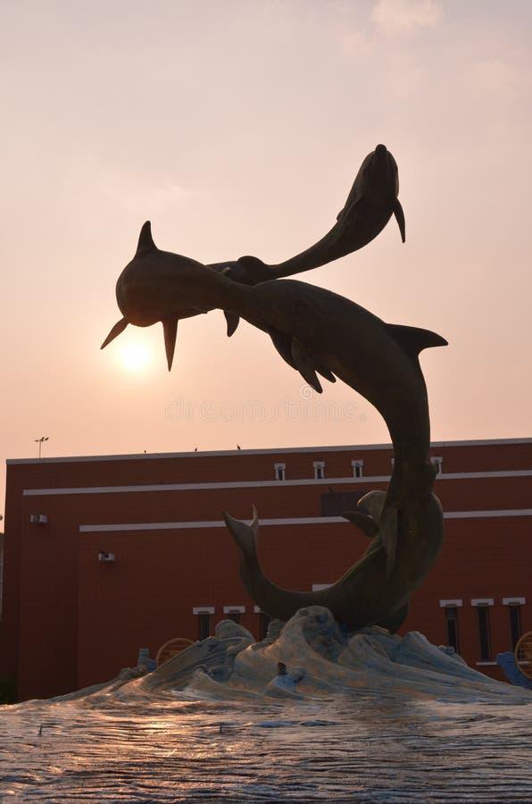 Delfin statuy  obraz stock