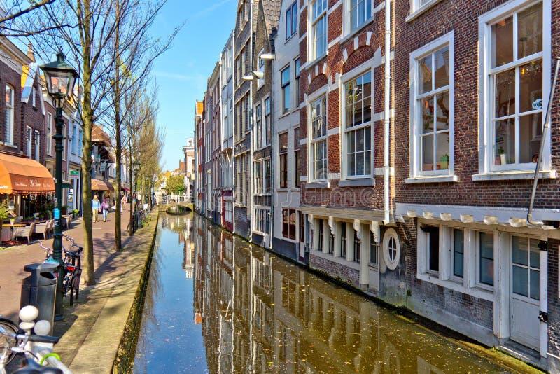 DELFT/NETHERLANDS - 16 april, 2014: Waterkanaal stock afbeeldingen