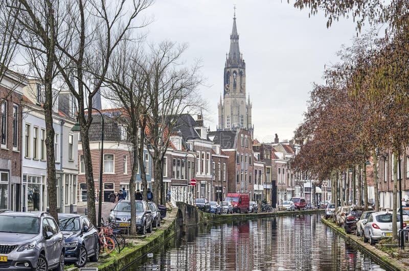 Delftfajanskanal och kyrka royaltyfria foton