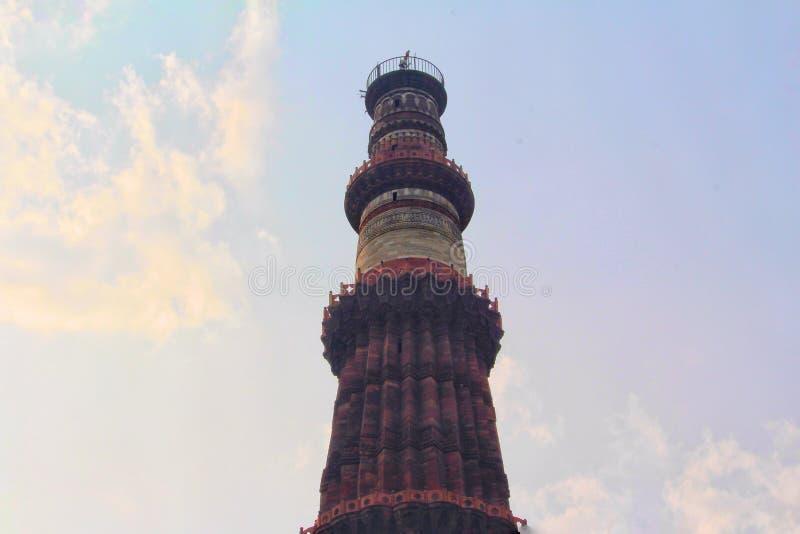 DELHI, INDE - 7 mars 2019, Qutub Minar, un minaret qui fait partie du complexe de Qutab, un site de patrimoine mondial de l'UNESC photographie stock libre de droits