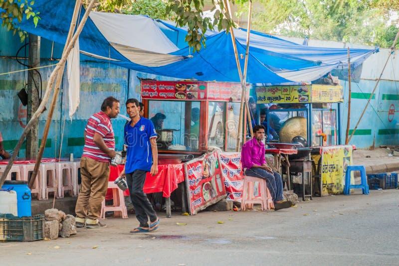 DELHI, INDE - 24 OCTOBRE 2016 : Stalles de nourriture de rue à Delhi, Indi photo stock