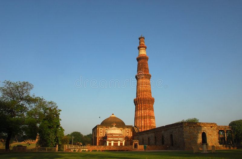 delhi india minar qutab arkivbild