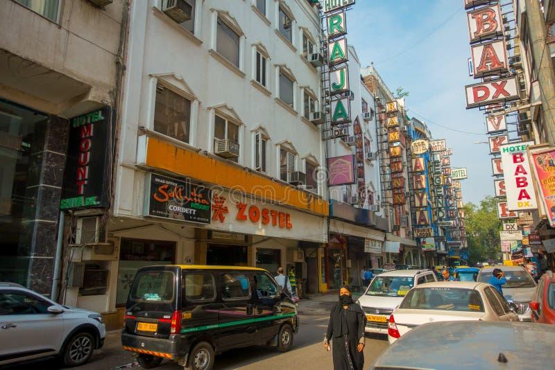 DELHI, INDIA - 19 SETTEMBRE 2017: Mercato di strada indiano occupato a Nuova Delhi, India La popolazione del ` s di Delhi sorpass immagine stock libera da diritti