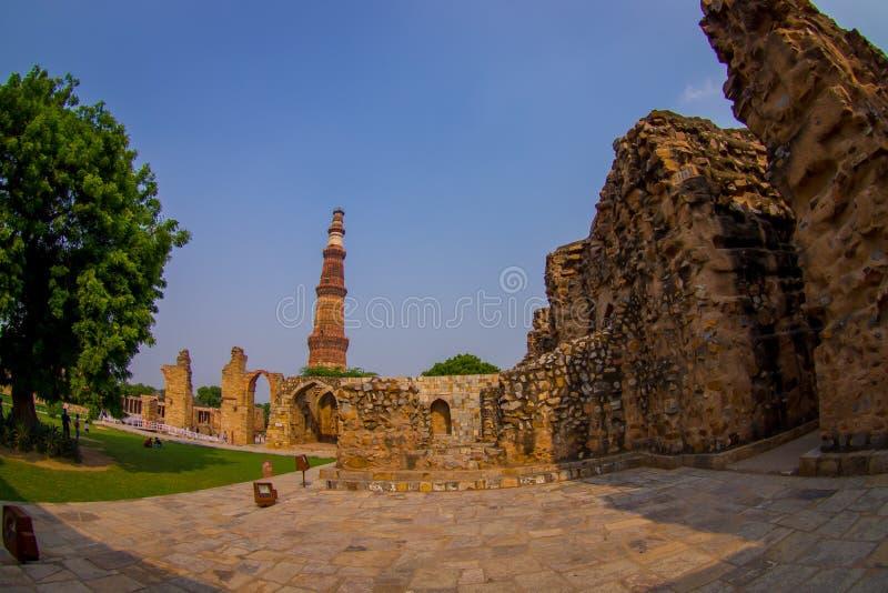 DELHI, LA INDIA - 25 DE SEPTIEMBRE DE 2017: Hermosa vista de la torre de Qutub Minar, una del sitio del heritag del mundo de la U fotografía de archivo