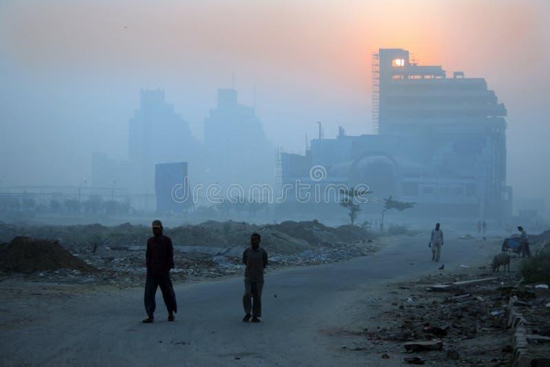 delhi ny vinter för dimmiga ogenomskinlighetsindia morgnar royaltyfri bild