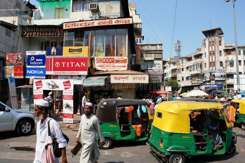 delhi trafik arkivbilder