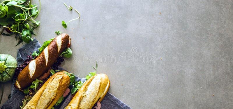 Delicatessenwinkelsandwich met groenten royalty-vrije stock foto's