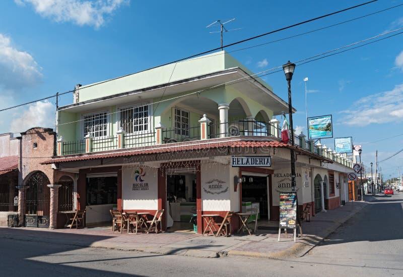 Delicias de Annie do heladeria da loja de gelado no centro da cidade de bacalar, Quintana Roo, México imagens de stock royalty free