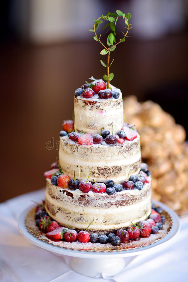 fruit wedding cake ideas delicious chocolate wedding cake decorated with fruits and 14511