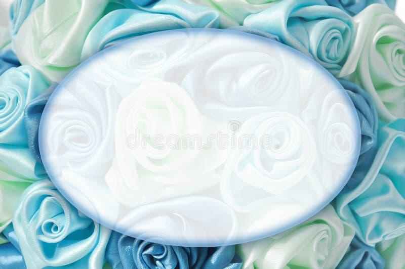 Delikat bakgrund med blåa rosor, ställe för text royaltyfri bild