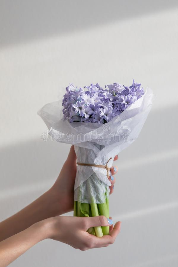 Delikat liten bukett av hyacinter arkivbild