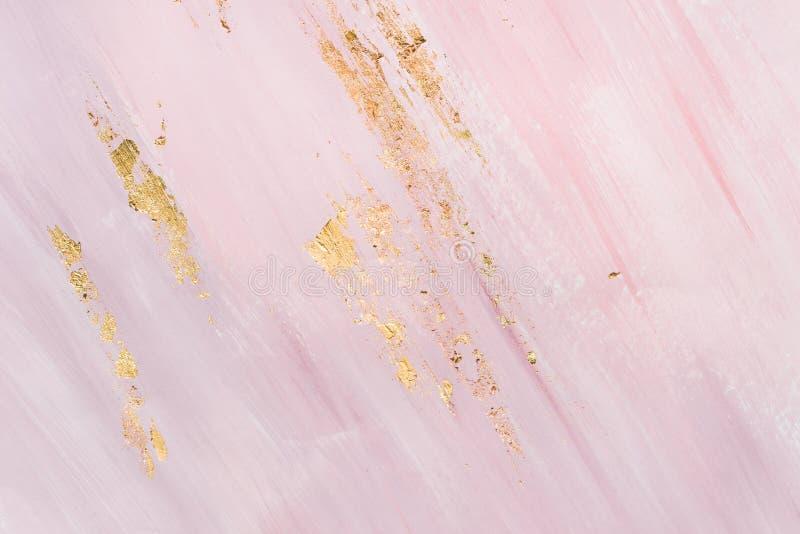 Delikat marmorera bakgrund med guld- penseldrag st?lle f?r din design royaltyfria bilder