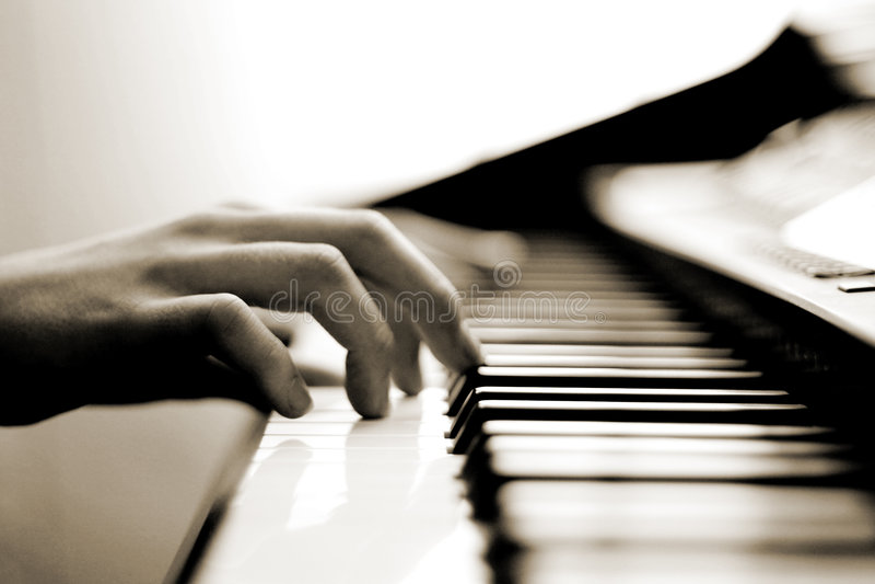 delikatna muzyka gra na pianinie fotografia royalty free