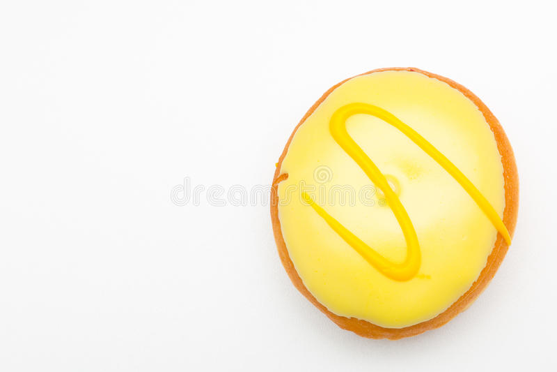 Delikatni ciastka z koloru żółtego mrozem fotografia royalty free