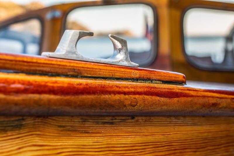 Delikatni szczegóły ręcznie robiony drewniana łódź obrazy royalty free