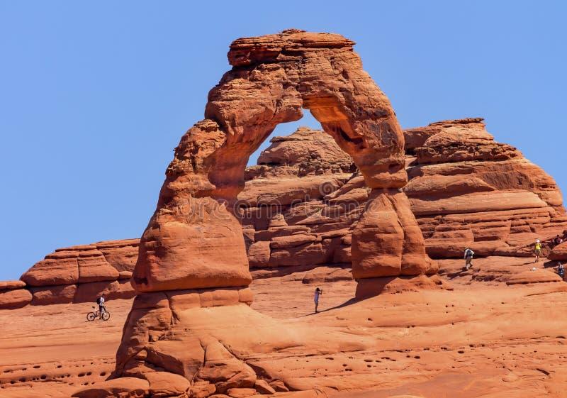 Delikatny Łękowaty bicykl skały jar Wysklepia parka narodowego Moab Utah zdjęcia stock