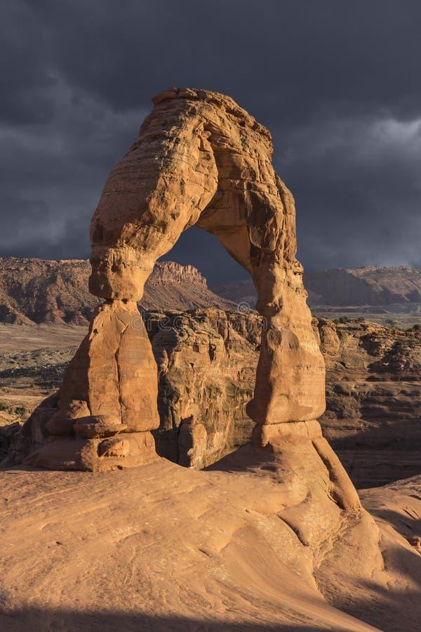 Delikatny łuk Moab Utah i burza fotografia stock