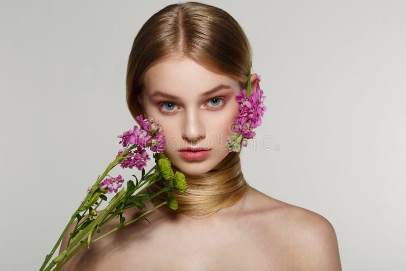 Delikatny wiosny piękna portret piękna dziewczyna zdjęcia stock