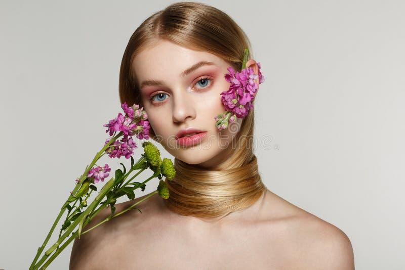 Delikatny wiosny piękna portret piękna dziewczyna zdjęcie royalty free