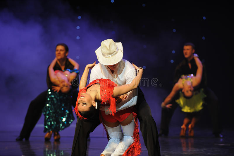 Delire la danza del mundo de los sombreros del dril de algodón- del cha de Austria blanca del cha-the imágenes de archivo libres de regalías