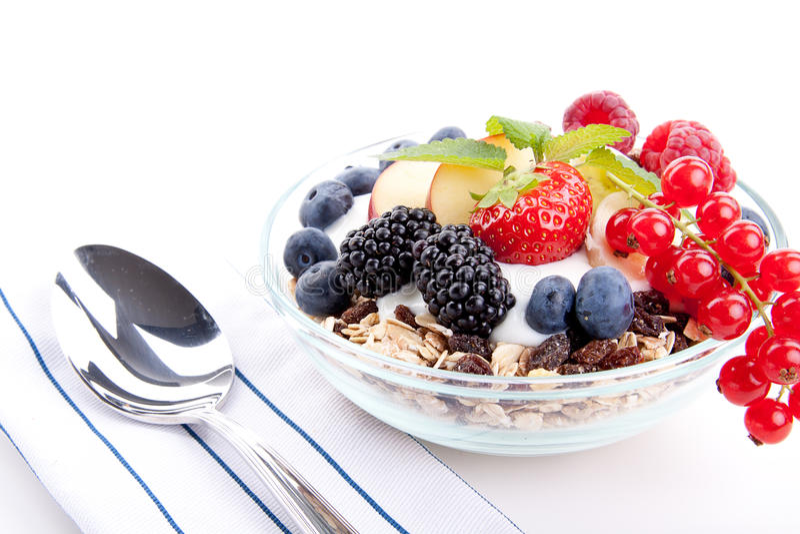 Deliscious zdrowy śniadanie z płatkami i owoc   obraz stock