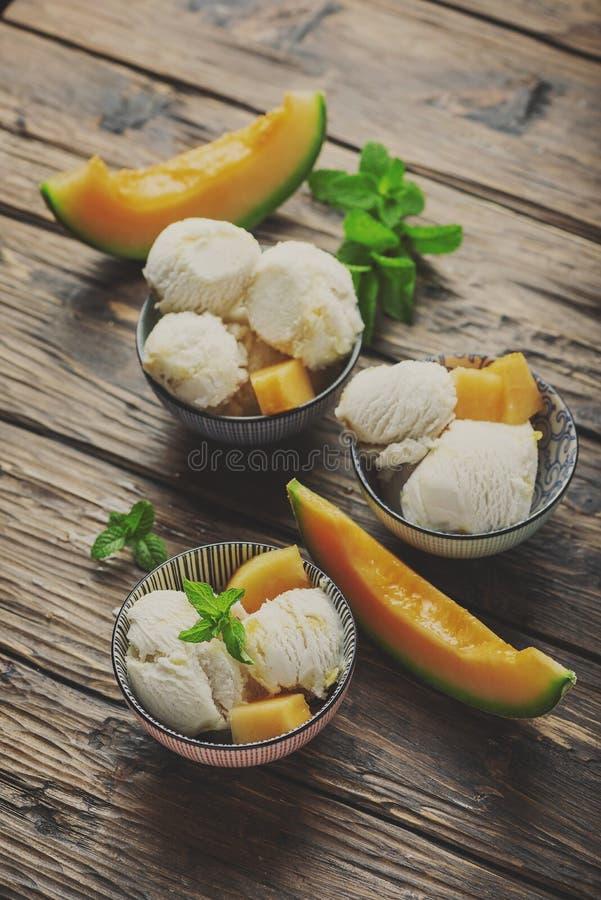 Delisious lody z melonem i mennic? zdjęcie royalty free