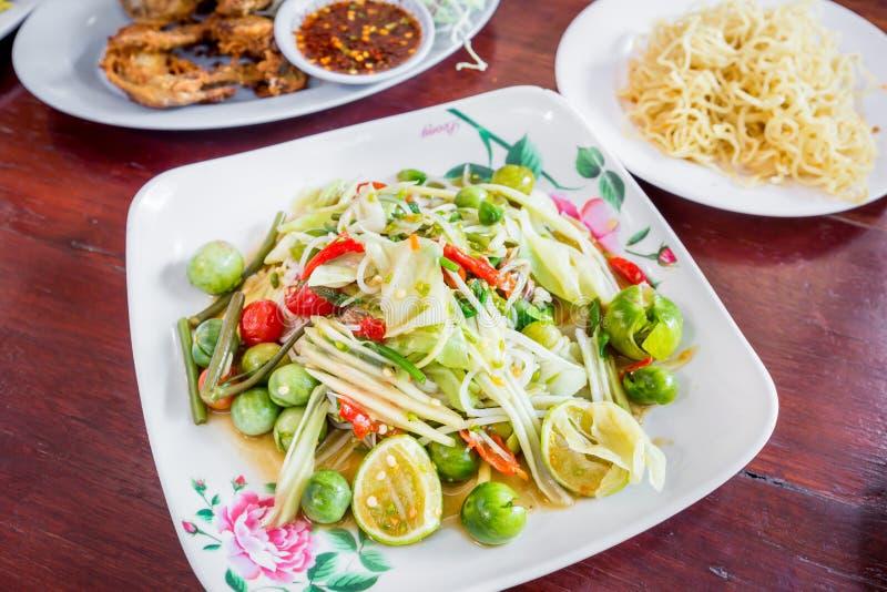 Delizioso piccante della papaia di cucina tailandese verde dell'insalata, SOM TAM immagine stock