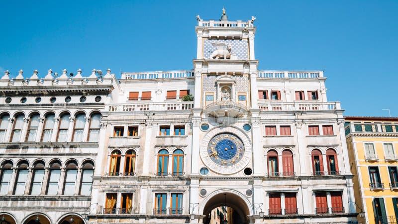 Dell 'Orologio de Torre de la torre del reloj de St Mark en la plaza San Marco, Venecia, Italia imagen de archivo libre de regalías