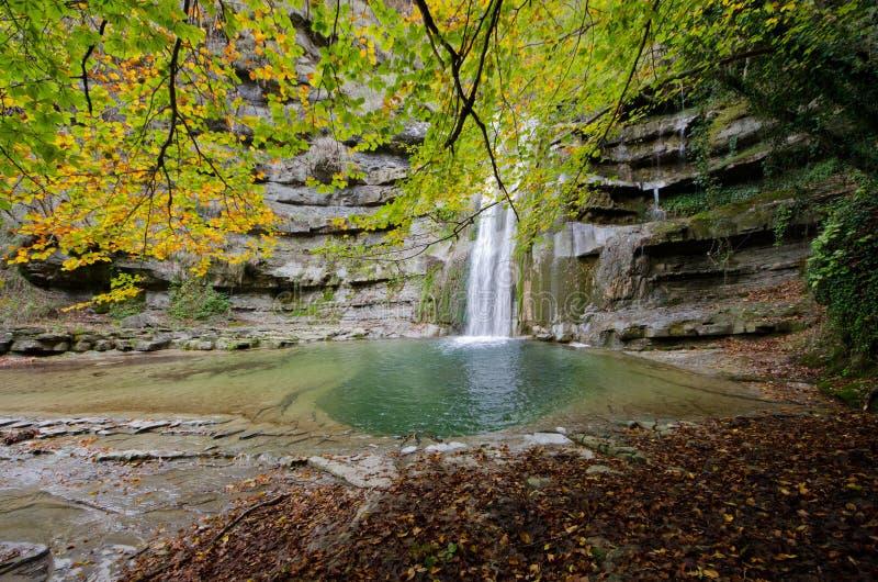Dell'Acquacheta das cachoeiras de Casentino Forest Park imagens de stock