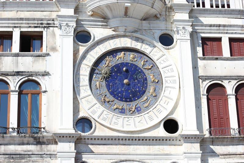 Dell astronómico Orologio de Torre de la torre de reloj del zodiaco en el ` de St Mark imagenes de archivo