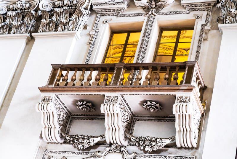 Dell'interno della cattedrale barrocco di Roman Catholic Archdiocese Salisburgo immagine stock