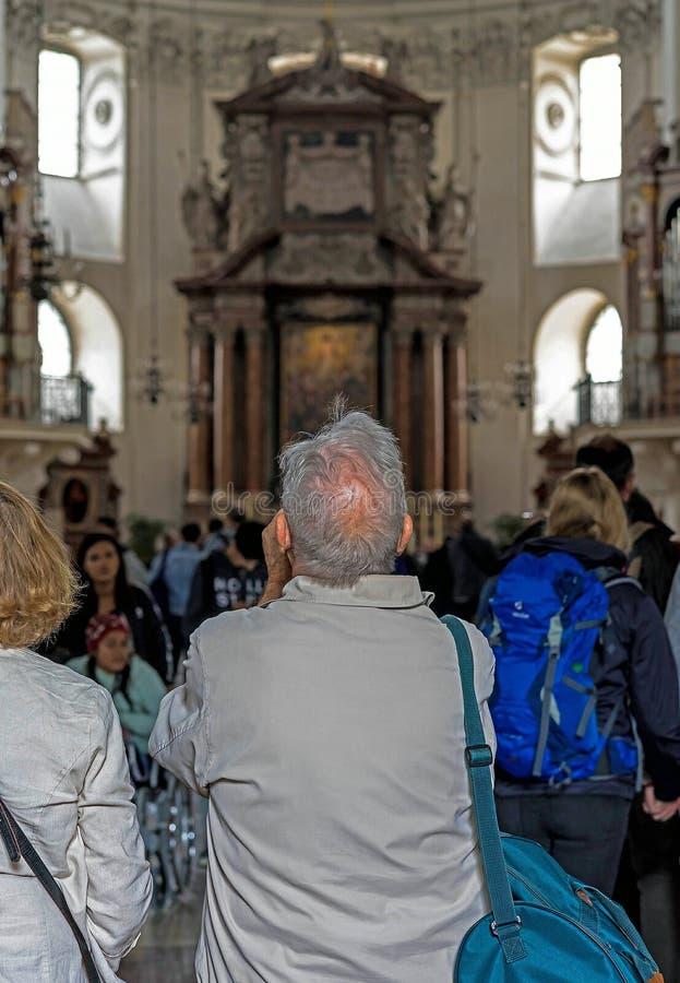 Dell'interno della cattedrale barrocco di Roman Catholic Archdiocese Salisburgo immagini stock libere da diritti