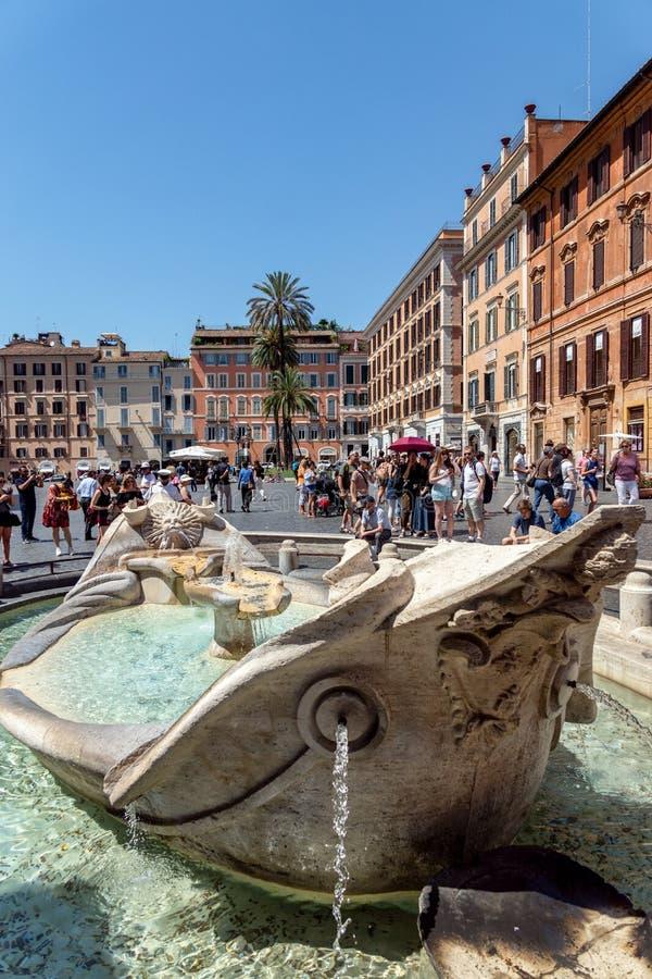 Della Barcaccia Фонтаны на Аркаде di Spagna - Риме, Италии стоковое изображение