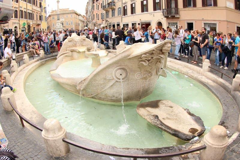 Della Barcaccia Фонтаны фонтана, Рим стоковые фотографии rf