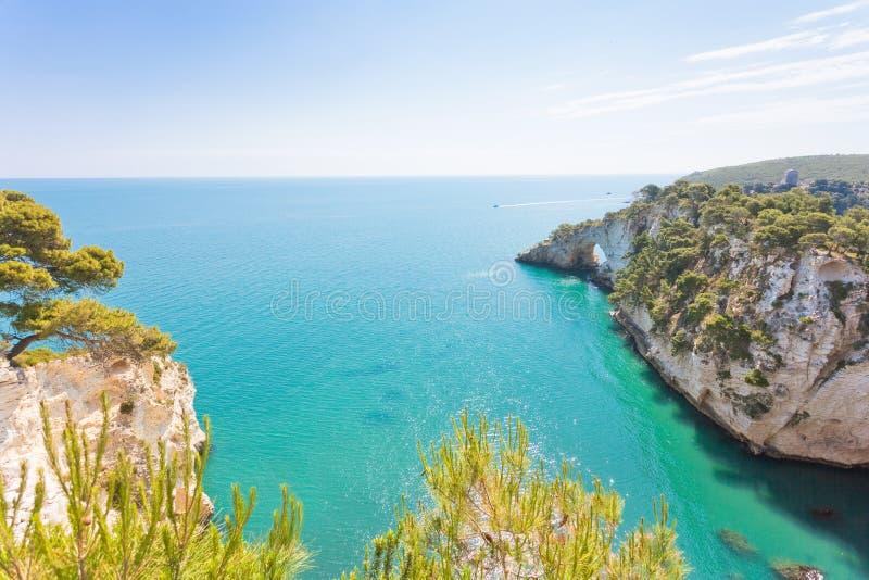 Della Campana Piccola, Puglia - traccia di Grotta di escursione nascosta a Th fotografia stock