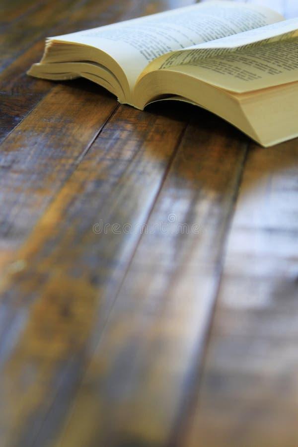 Della carta libro con le orecchie da cane indietro immagine stock libera da diritti