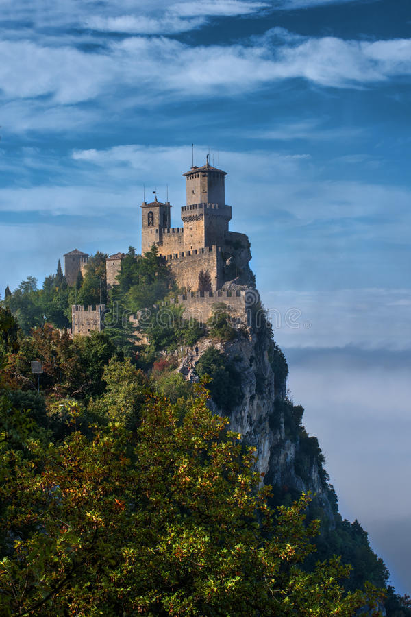 Della Guaita, το αρχαιότερο φρούριο Rocca του Άγιου Μαρίνου, Ιταλία στοκ εικόνα