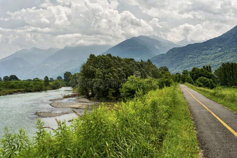 Della la Valteline et x28 de Sentiero ; La Lombardie, Italy& x29 ; photos stock
