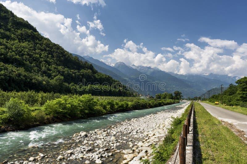 Della la Valteline (Lombardie, Italie) de Sentiero près de Tirano photos libres de droits