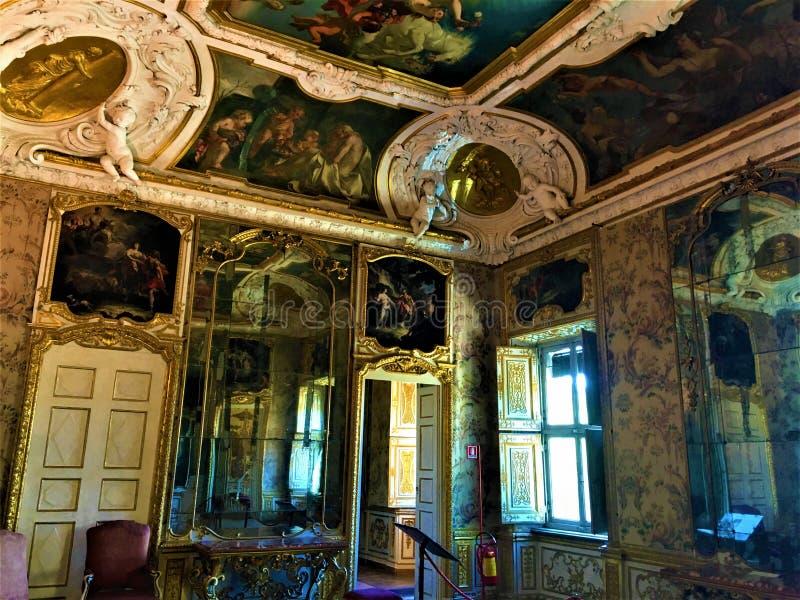 Della Regina da casa de campo na cidade de Turin, regi?o de Piedmont, It?lia Arte, história, tempo, espelhos e luxo imagem de stock royalty free