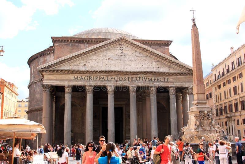 Della Rotonda da praça e o panteão em Roma, Italia fotografia de stock