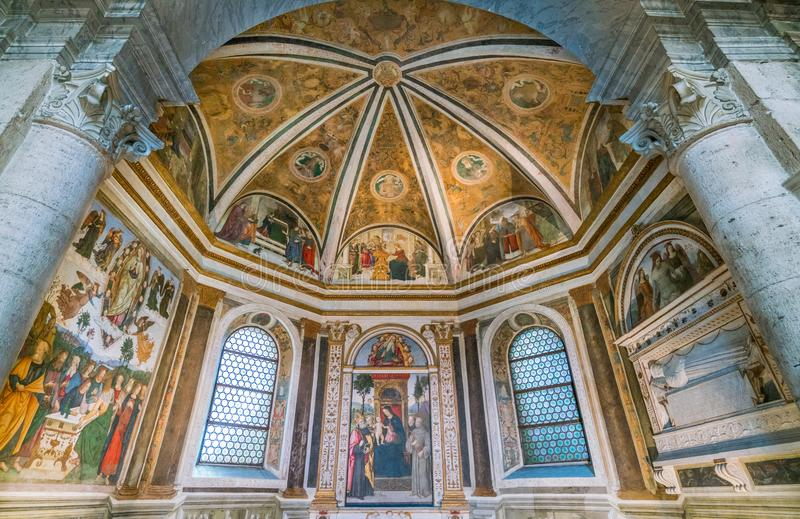 Della Rovere kapell i basilikan av Santa Maria del Popolo i Rome, Italien arkivbild