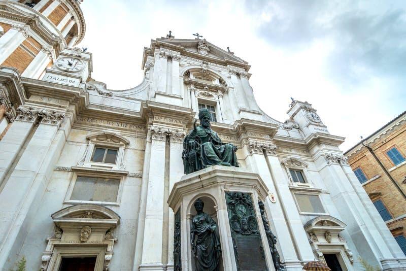 Della Santa Casa, iglesia de Santuario del peregrinaje en Loreto, Italia imagen de archivo libre de regalías