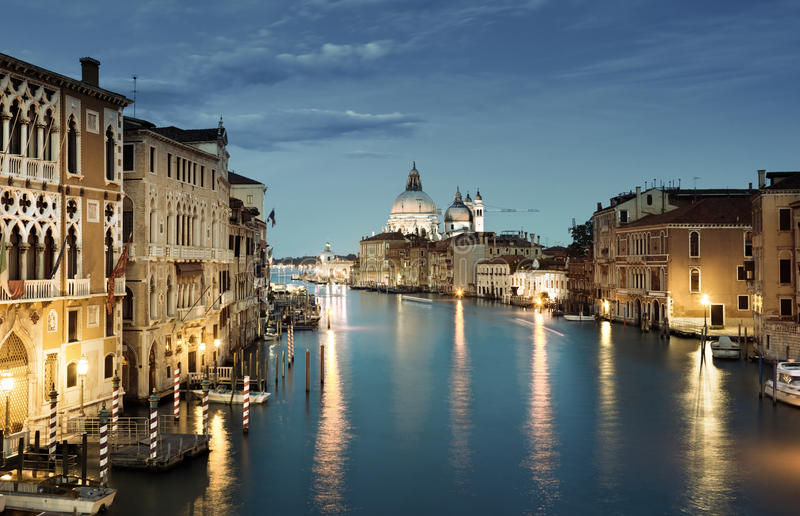 Della Santa Maria грандиозного канала и базилики салютует, Венеция стоковое изображение rf