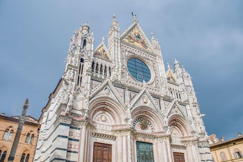Download Della Scala De Santa Maria, Uma Igreja Em Siena, Italy Imagem de Stock - Imagem de medieval, maria: 26513035