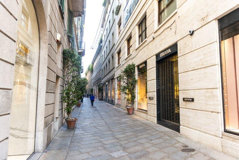 Della Spiga-Einkaufen und Luxusstraße in der Mitte von Mailand stockbild