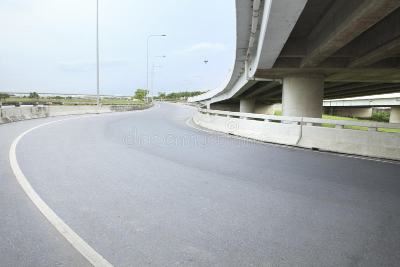 Della strada asfaltata di terra del ponte servizio pubblico di governo della struttura infra immagine stock